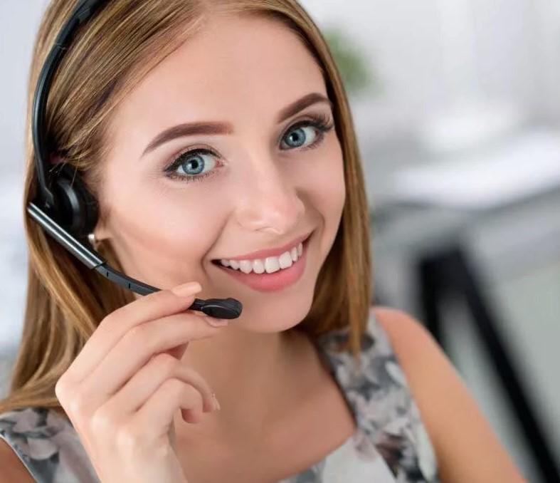 Сотрудник контакт-центра УФМС