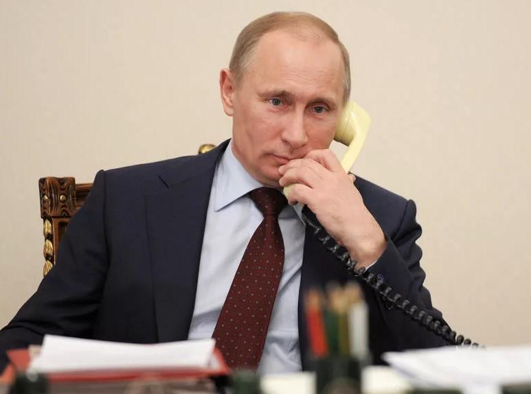 Президент отвечает на звонок по прямой линии